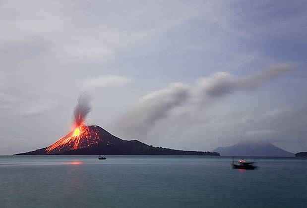 6 человек погибло из-за извержения вулкана в Индонезии